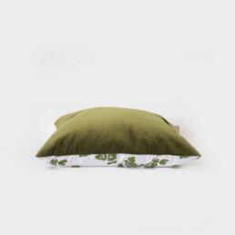 Cousin de méditation de velour rectangulaire, sérigraphié et cousu à la main, de couleur vert et blanc, illustration arbre
